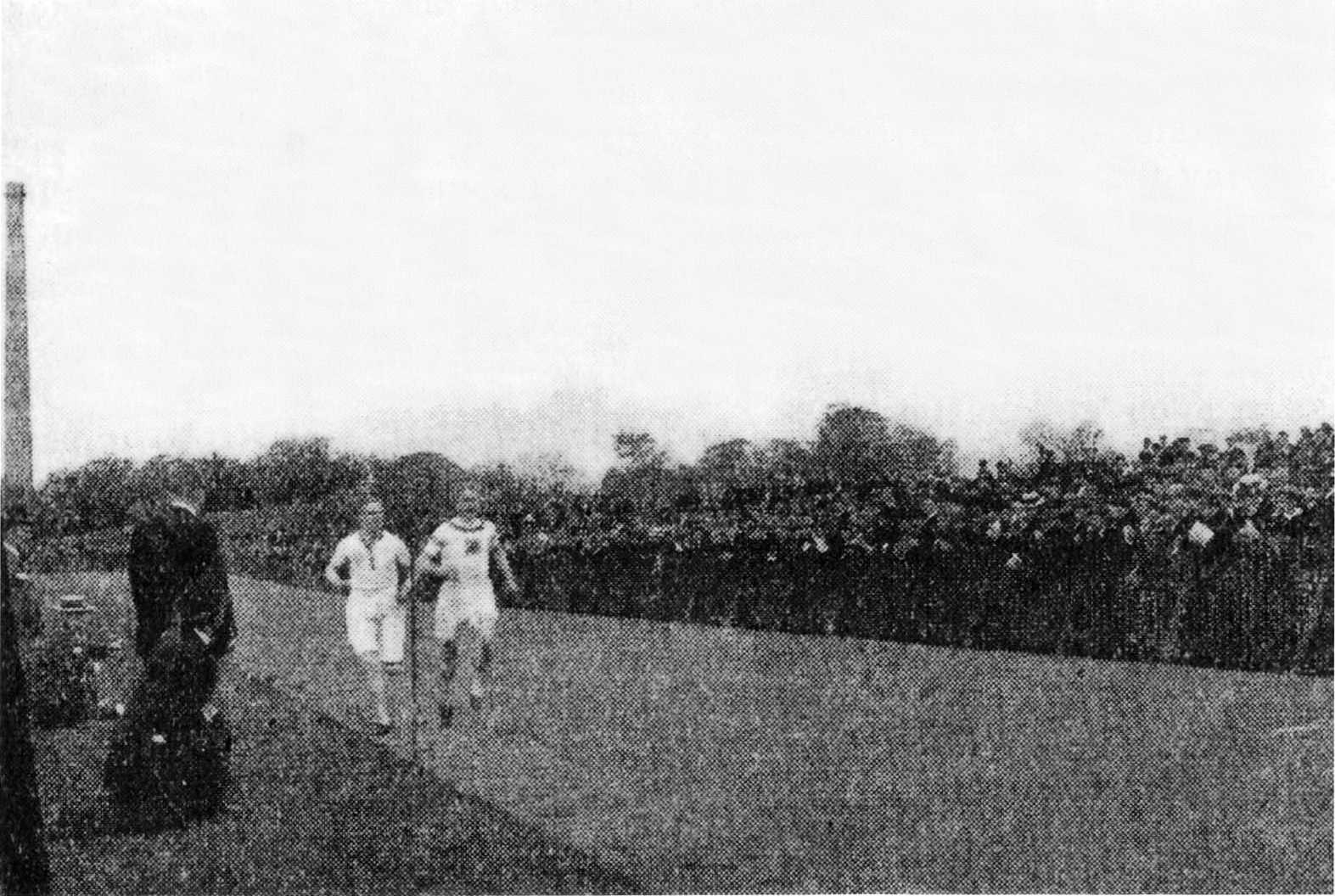 Hugh Welsh v Alfred Tysoe mile Powderhall 28.5.1898 b w